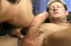 Een geile pijp beurt tot hij klaar komt in haar mond