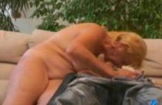 Oma laat zich tietneuken door een jonge knul